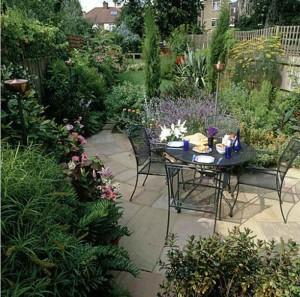 Choose Natural Stones When You Are Going to Create Patio in the Garden