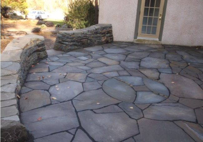 Flagstone in Your Patio for the Sake of Naturalistic Appearance