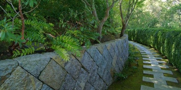 Cut Stone Congruent Mosaic Retaining Wall