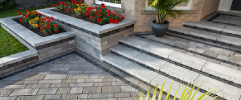 You Can Apply a Theme to Exterior Decoration with Natural Stone Paving for Driveway