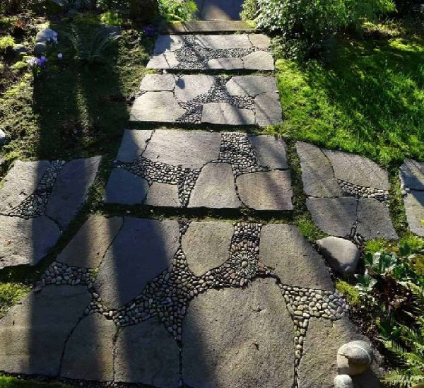 Gravels in Stepping Stone Path Design