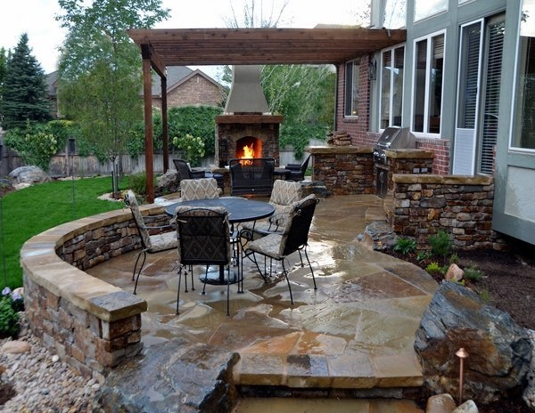 Budgeted Outdoor Kitchen with River Rock Floor Design