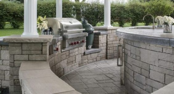 Outdoor Kitchen in a Curvature Design