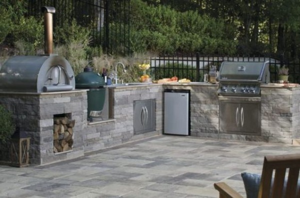 Outdoor Kitchen with the Latest Amenities
