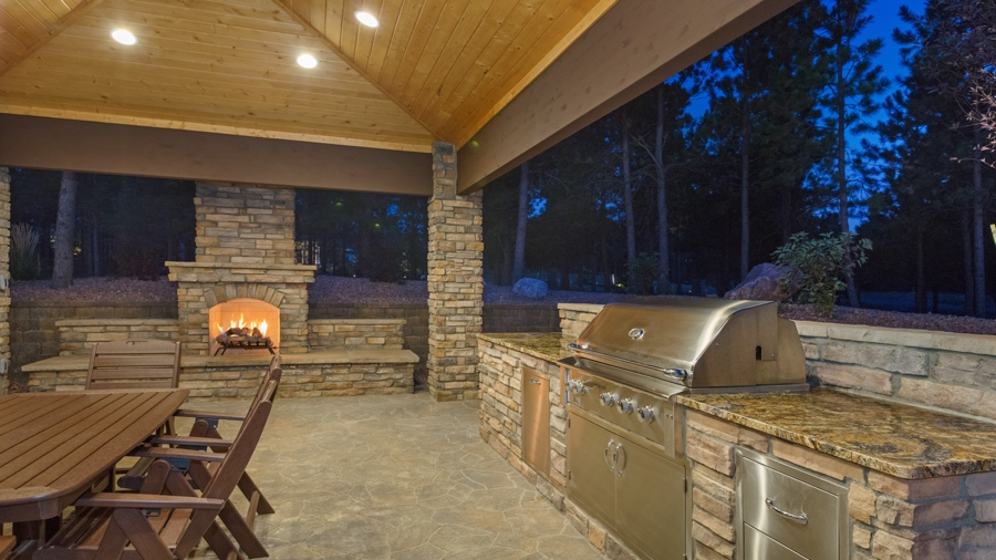 10 Best Designing Outdoor Kitchens with Natural Stone