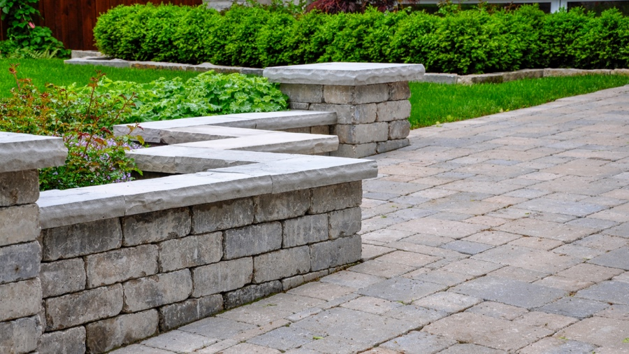 15 Seat Wall Design Ideas Using Natural Stone