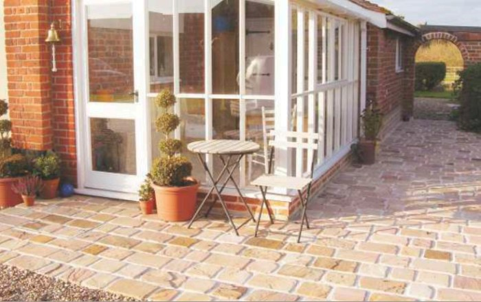 Cobble Setts Stone in Patio Paving
